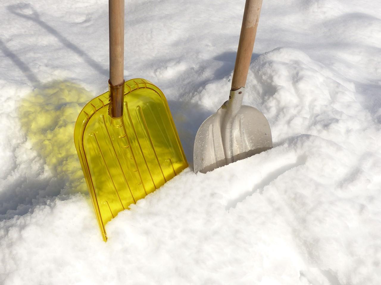 雪かき用のスコップ