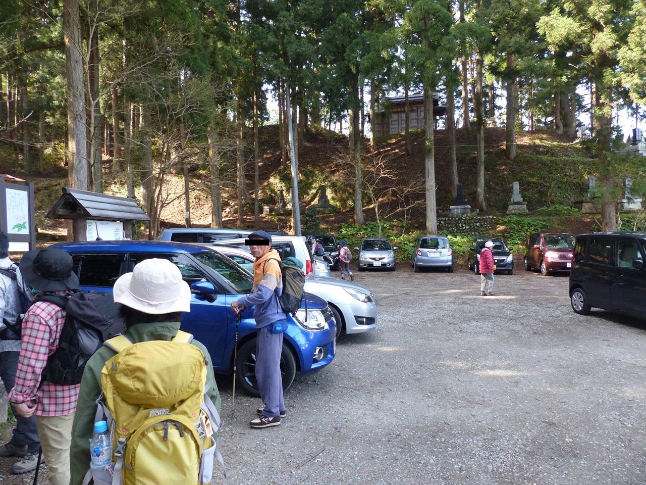 坂戸山登山口駐車場